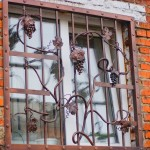 Vidy metallicheskih reshetok na okna s foto (8)