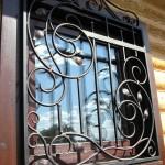 Vidy metallicheskih reshetok na okna s foto (9)