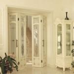 Фото 18: Дверь-книжка под стиль комнаты