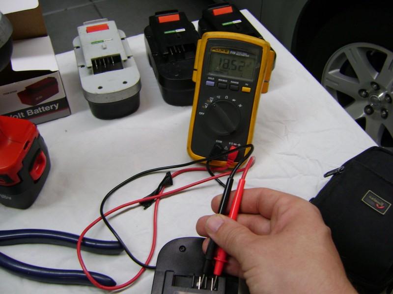 Измерение напряжения акумулятора