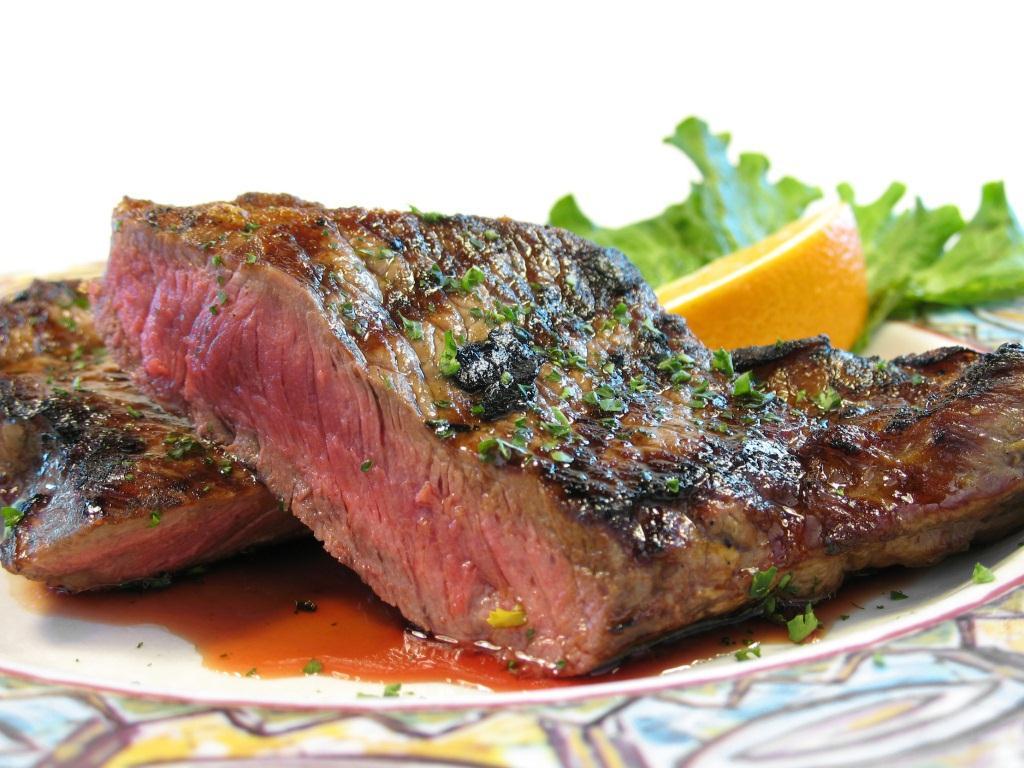 Стейк мясное блюдо
