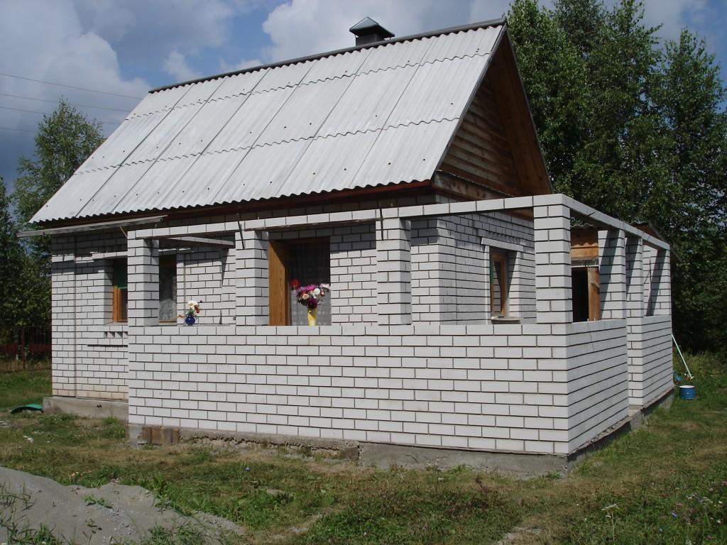 Как пристроить веранду к кирпичному дому своими