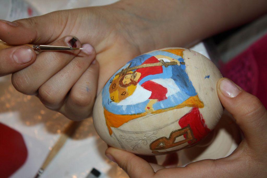 Роспись деревянных яиц к Пасхе