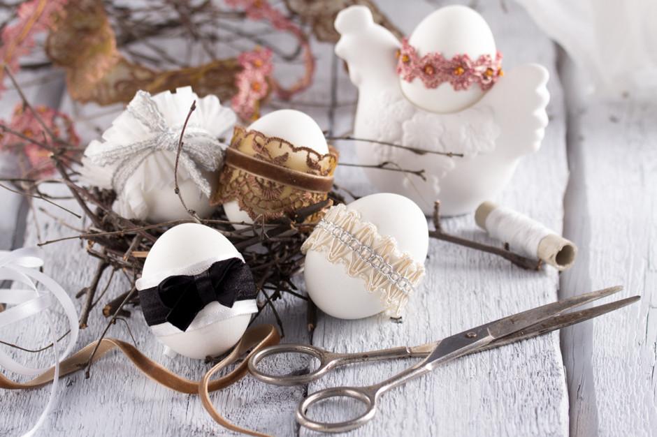 Украшение яиц лентами