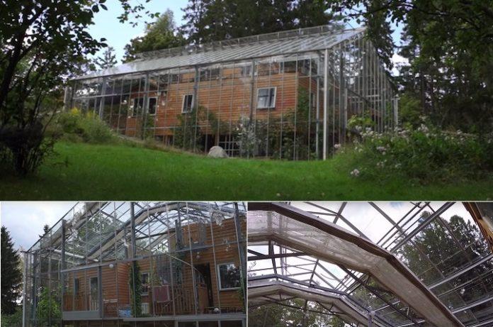 дом построенный внутри1