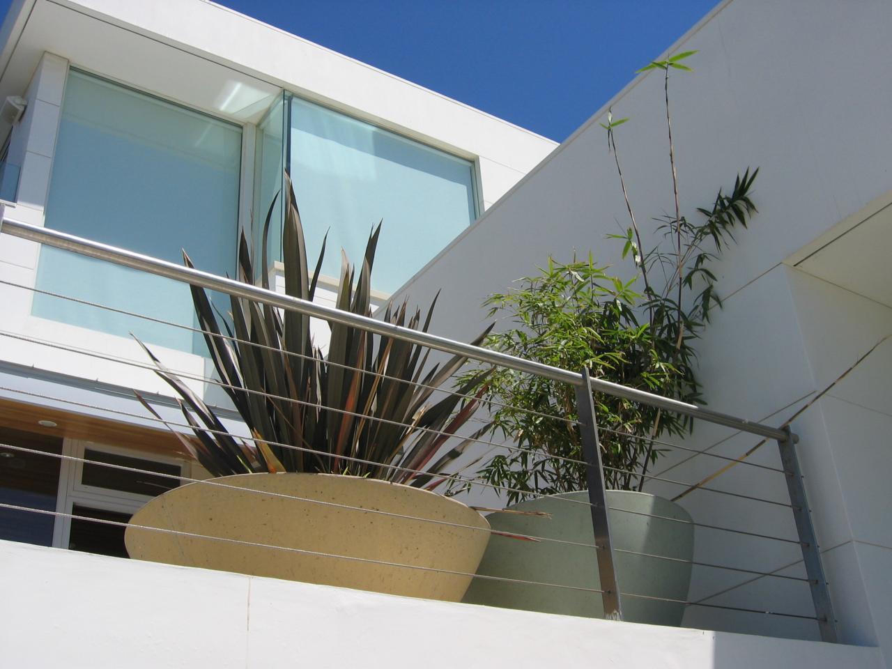Перила из нержавеющей стали на балконе
