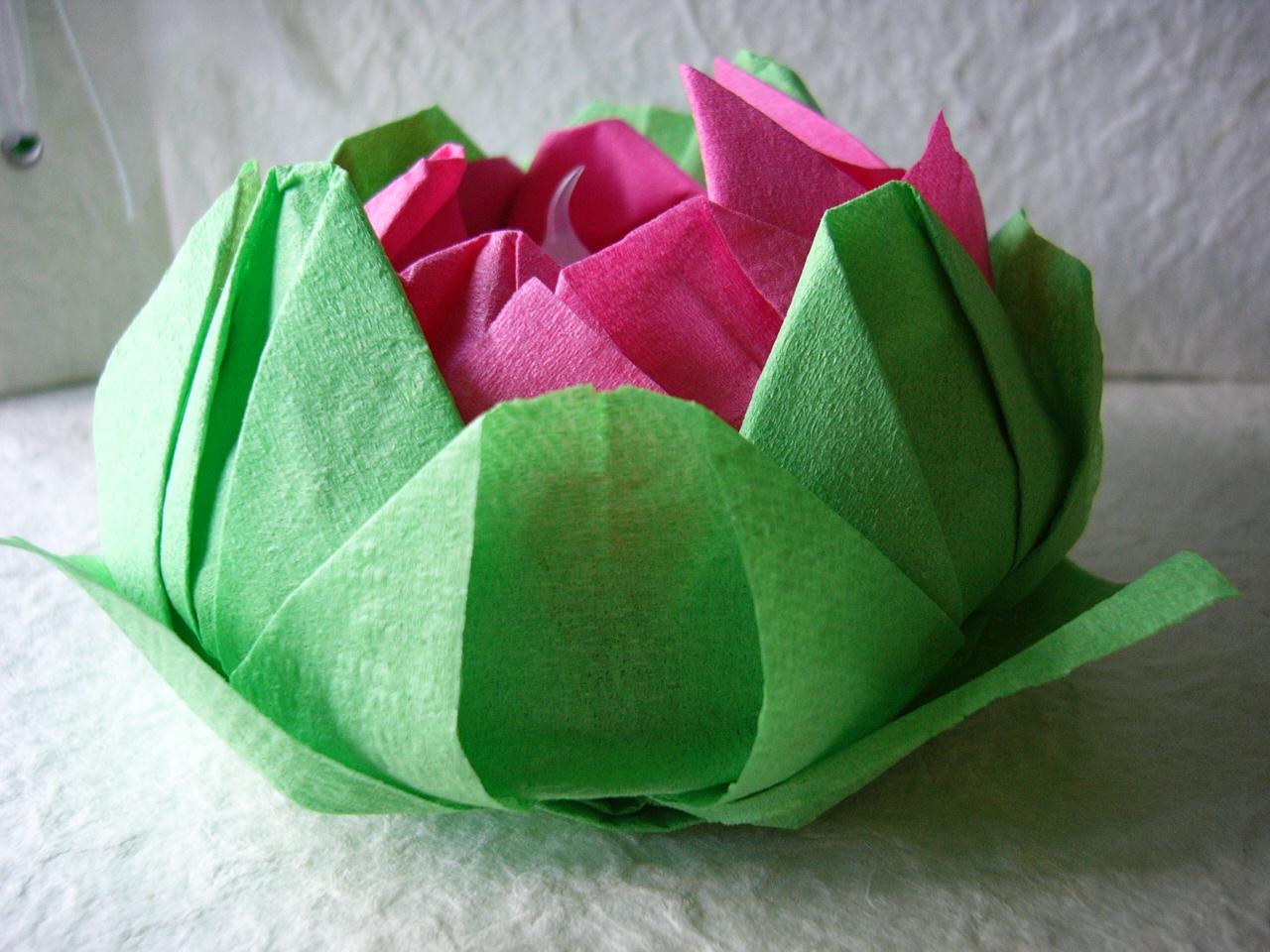 Цветок лотоса из салфеток