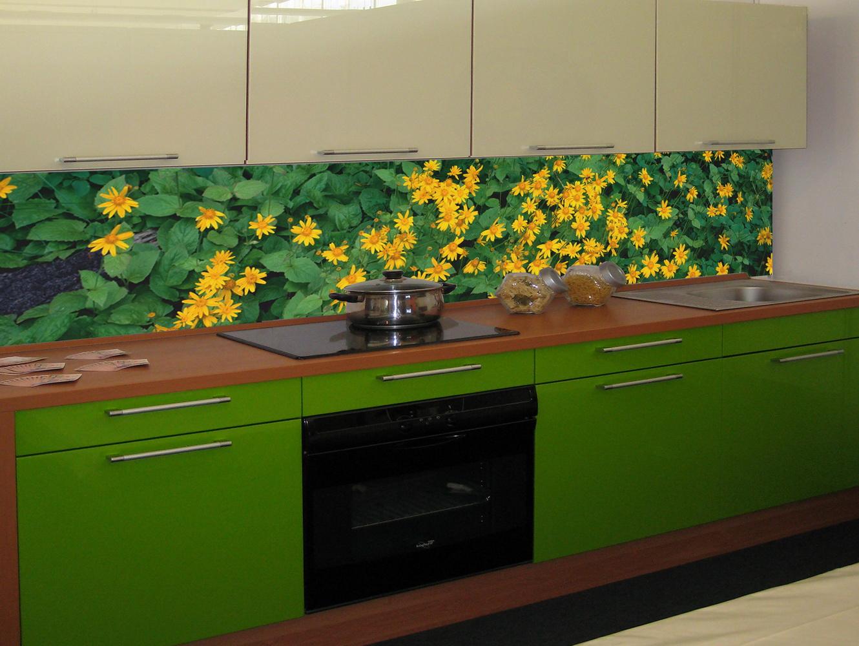 Цветочный вариант фартука на кухню