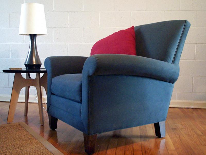 Синее кресло для дома