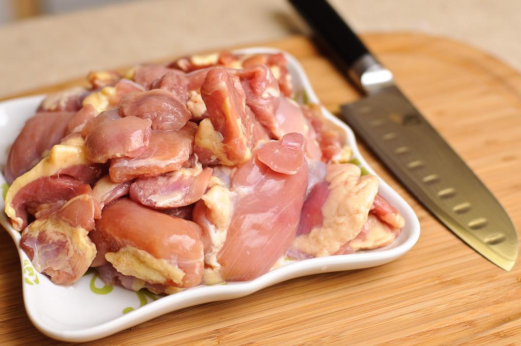 Процесс приготовления блюда из курицы