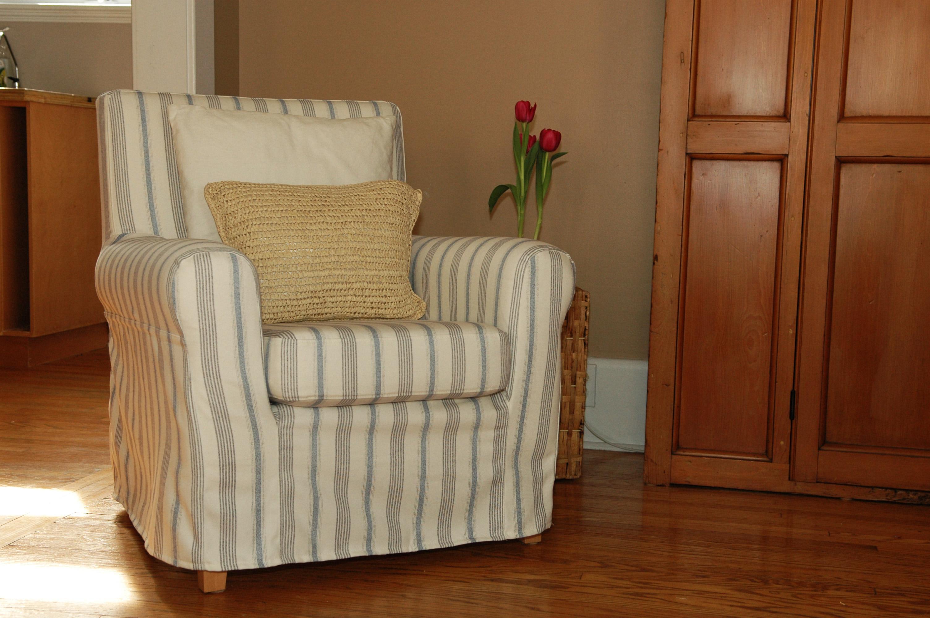 Кресло с чехлом для дома