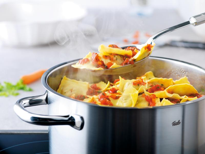 Посуда для кухни: основные виды, материал, практичность в использовании