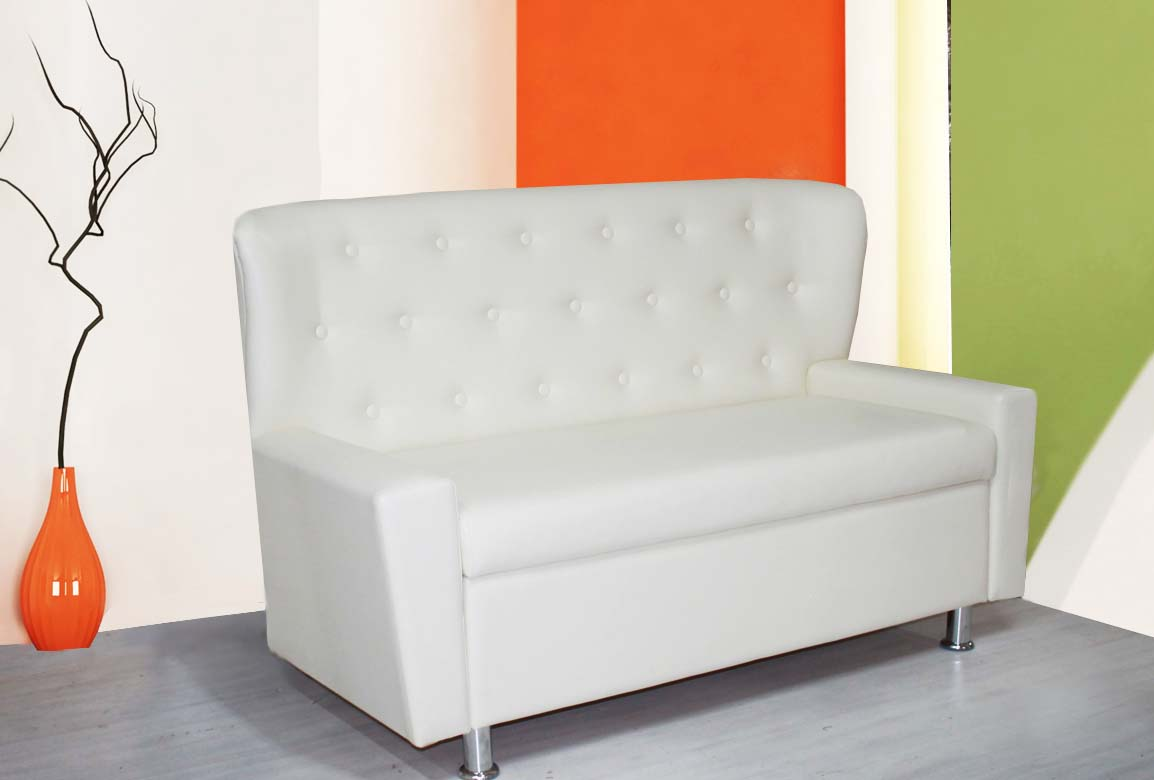 Узкий белый диван