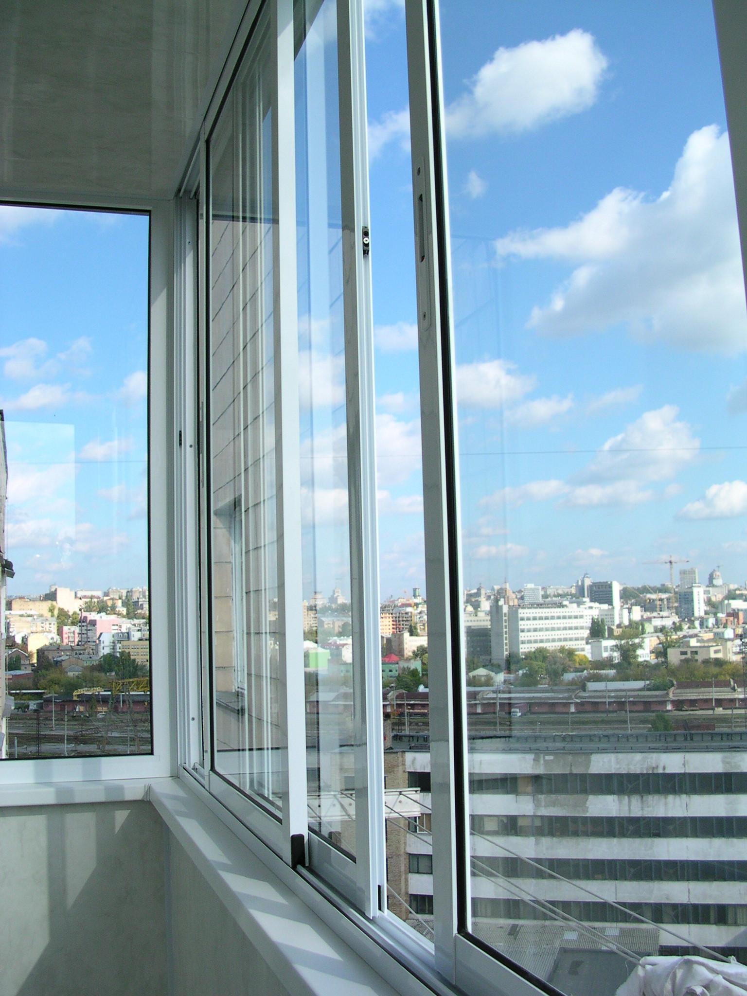 Раздвижная алюминиевая система остекления лоджий и балконов.