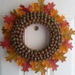 Фото 46: Настенный декор из каштанов и листьев