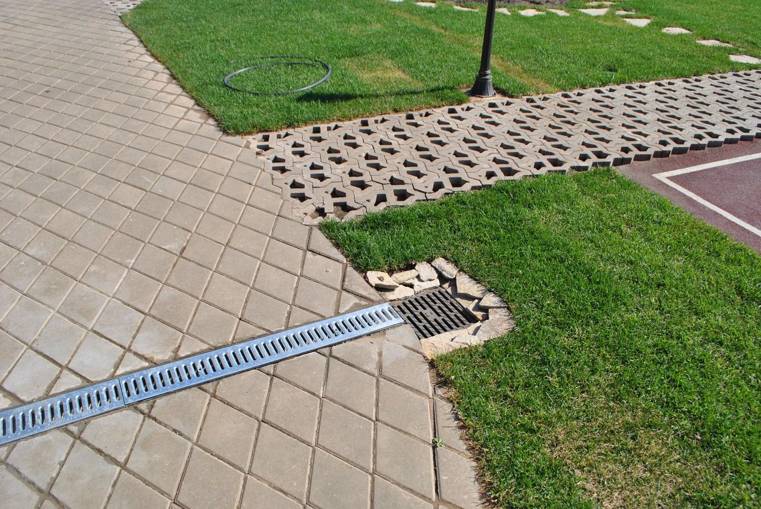 Система дренажа у газона