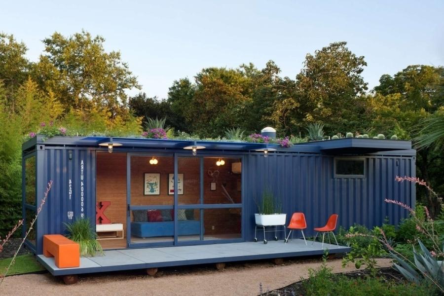 Садовый домик из контейнеров