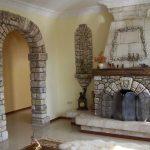 Фото 12: Отделка камина и арочных элементов декоративным камнем
