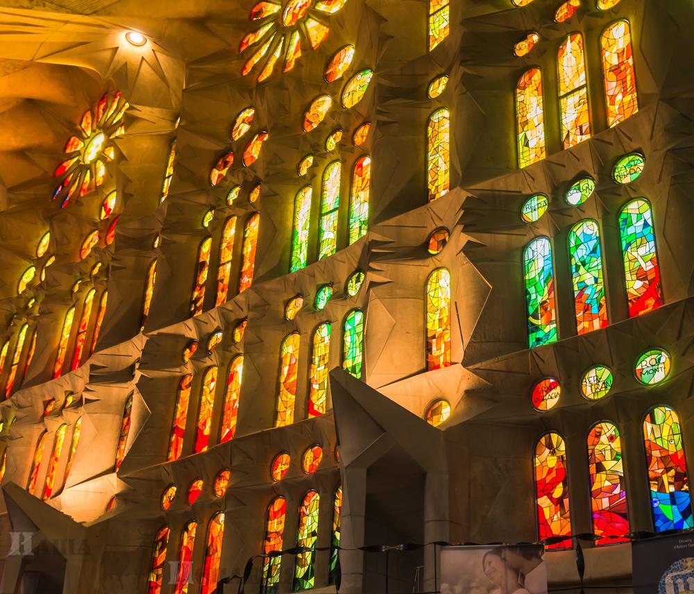 Витражи храма Святого Семейства в Барселоне, Гауди