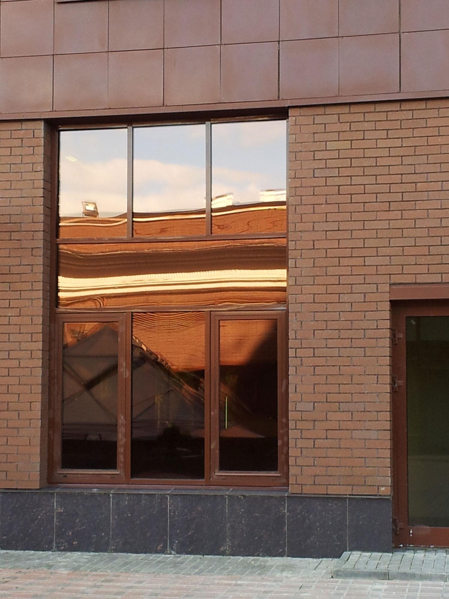 Светоотражающая пленка на окна пример