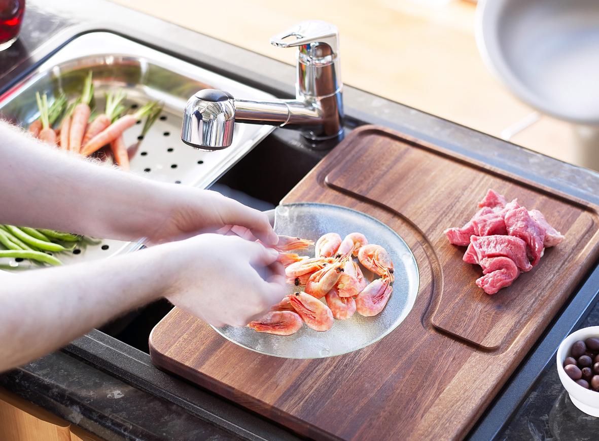Угловая мойка для кухни практичная