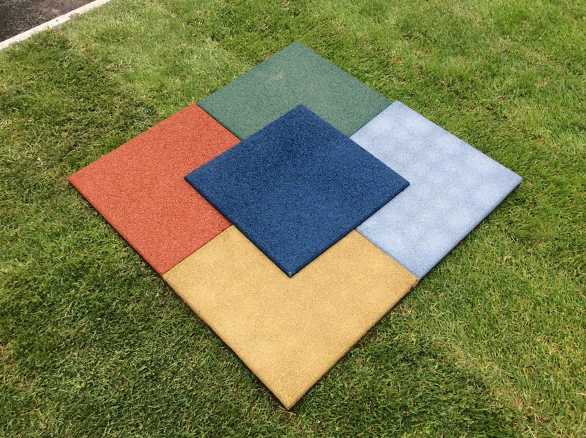 Резиновая плитка в форме квадрата