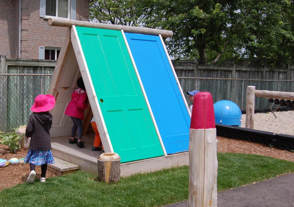 Домик для детской площадки своими руками