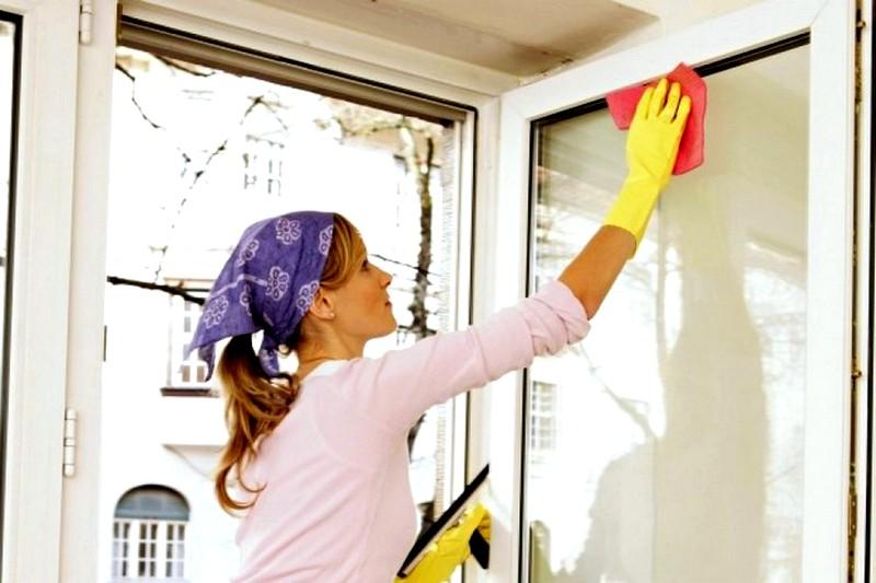 Способы-очистки-пластикового-окна-после-окончания-ремонта
