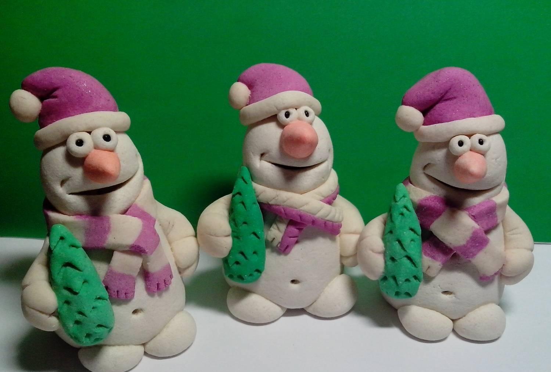 Забавные объемные снеговики из соленого теста