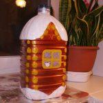 Фото 42: Домик из пятилитровой бутылки на большую елку