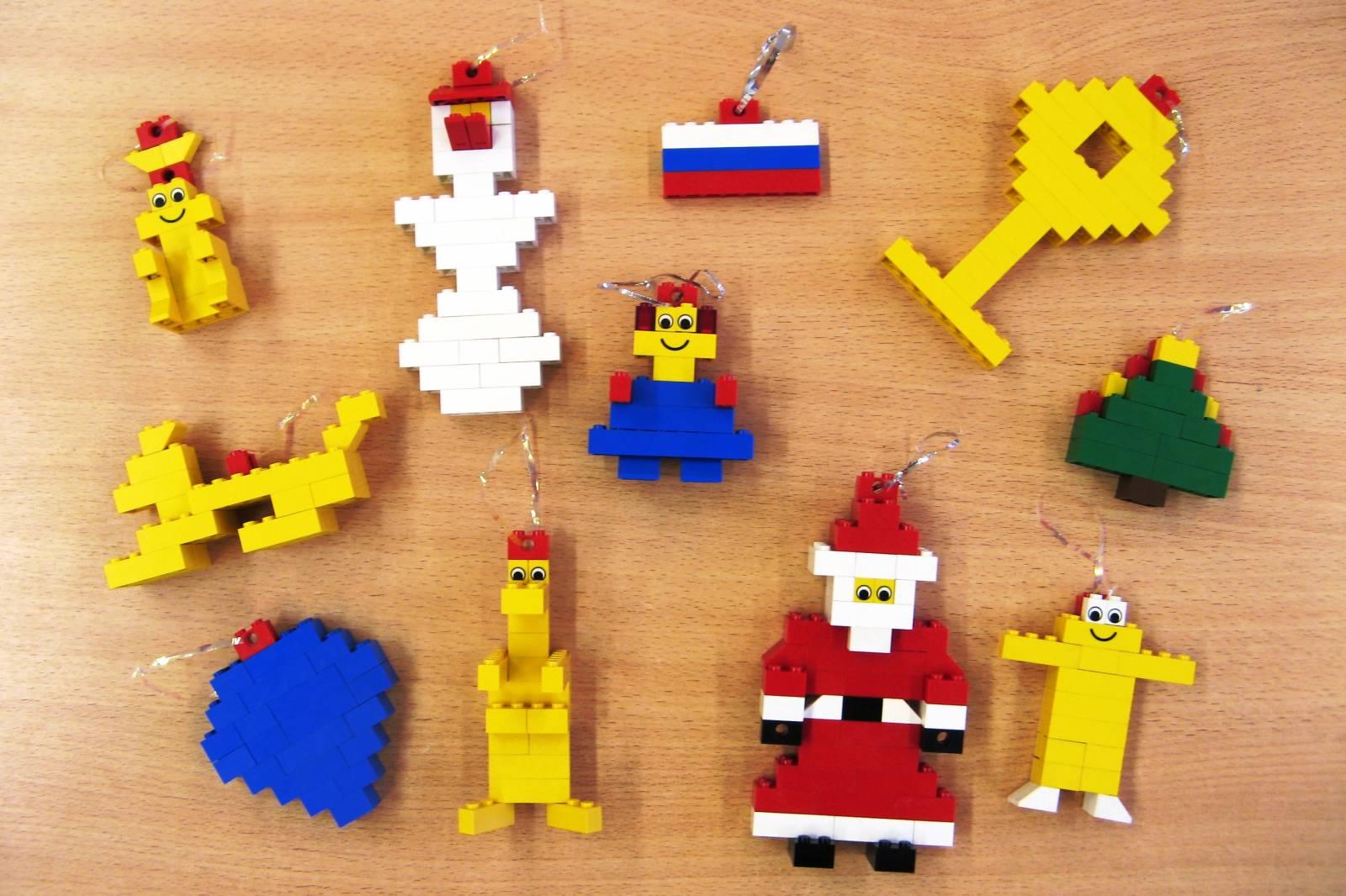 Новогодние игрушки на елку из лего
