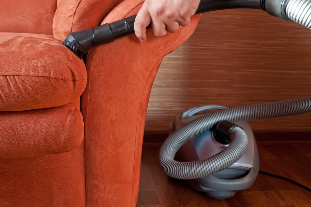 Для более интенсивного высушивания мебели можно использовать пылесос