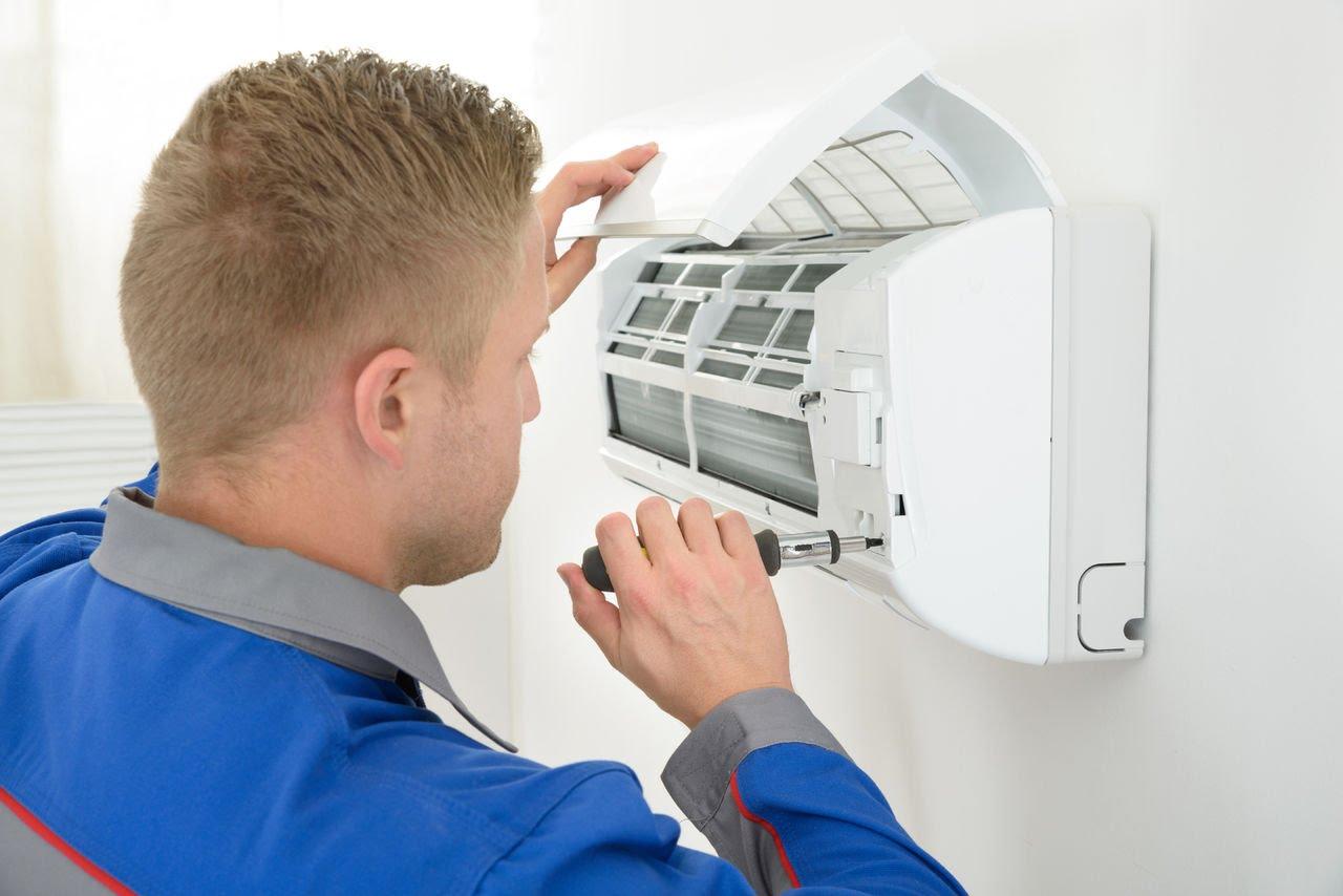 Для чистки кондиционера необходимо открутить защитную решётку прибора