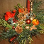 Фото 6: Новогодняя икебана с еловыми веточками