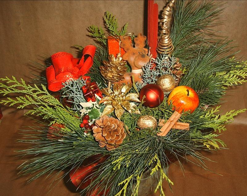 Новогодняя икебана с еловыми веточками