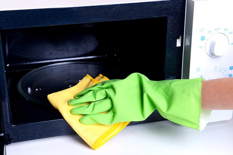 Почистить микроволновку в домашних условиях с помощью уксуса