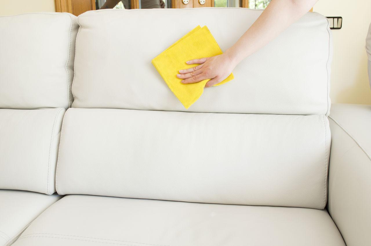 Как почистить кожзам диван в домашних условиях