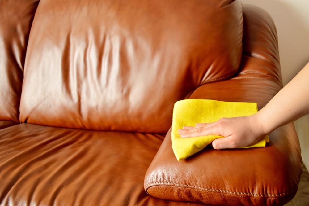 Как чистить искусственную кожу на диване