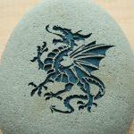 Фото 23: Силуэт дракона на камне