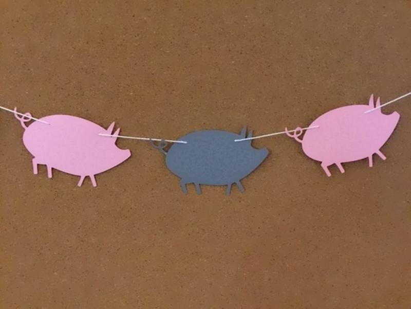 Гирлянда из бумажных свинок