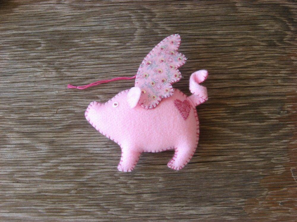 Брелок из фетра в виде свинки