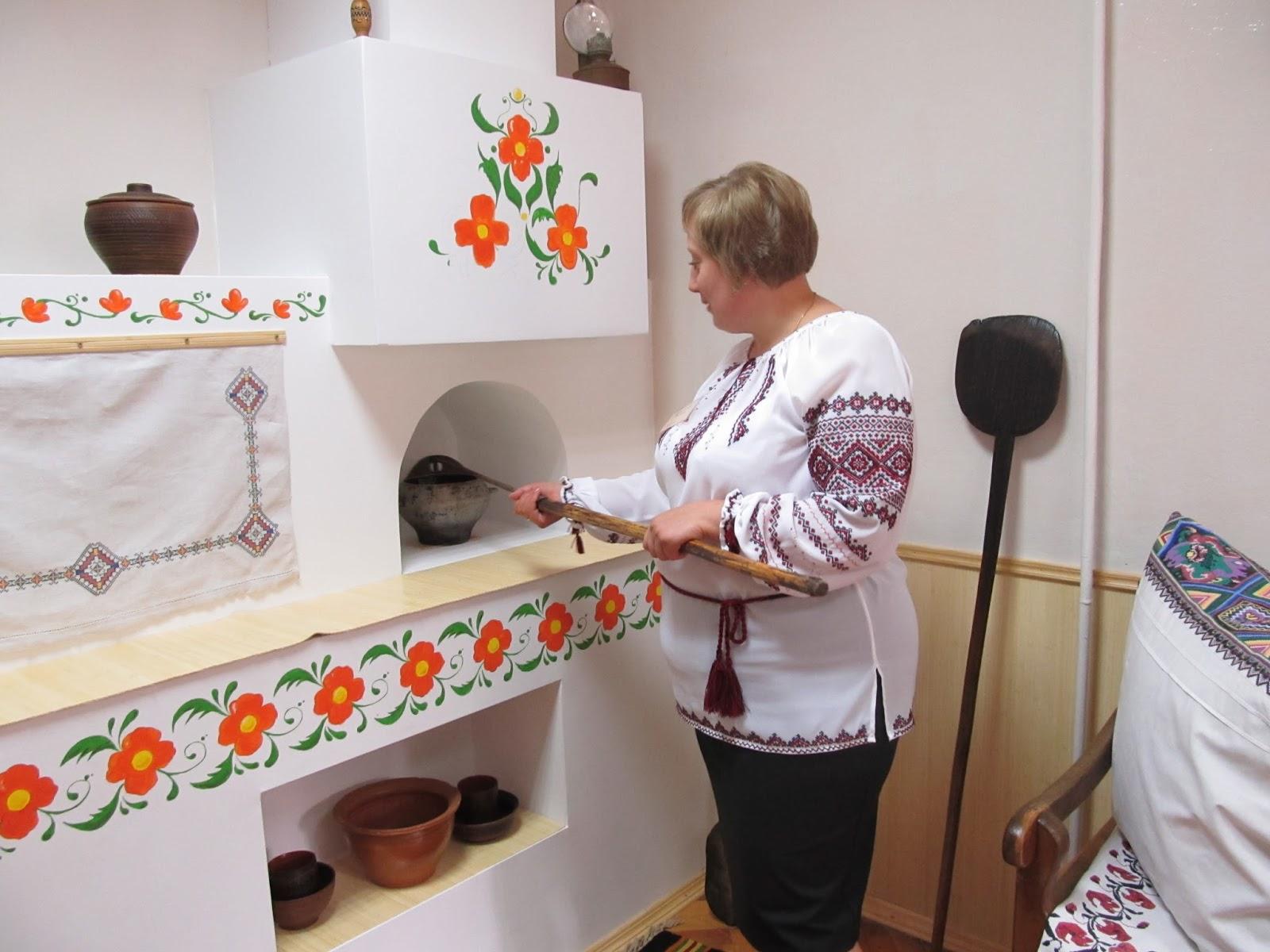 Украшение украинской печи рисунками с помощью вытынанок