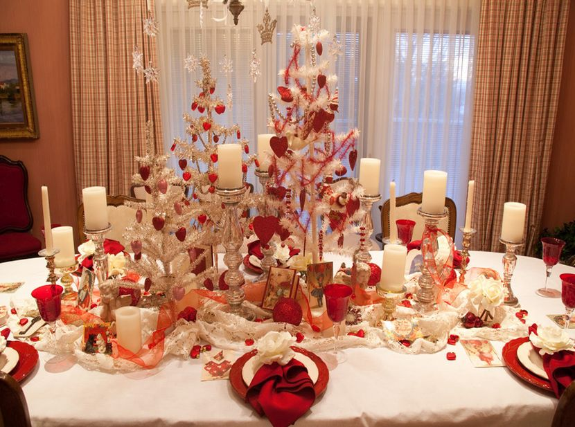 Красный цвет в оформлении обеденного стола