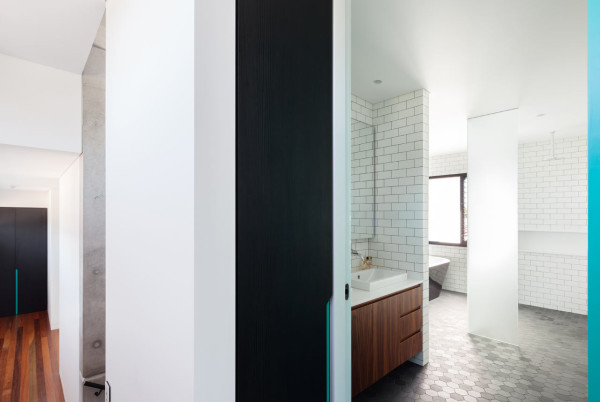 semejnyj-dom-s-betonnym-fasadom11