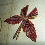 Фото 9: Бабочка из фантиков