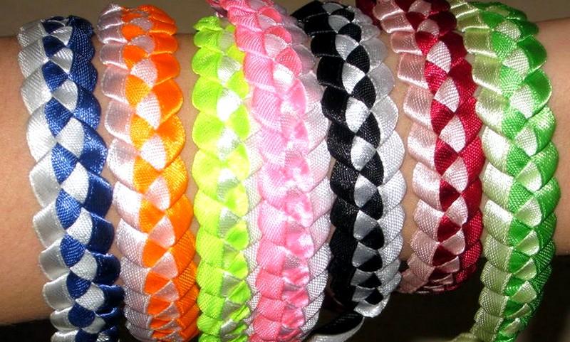 Красивые браслеты из ленточек своими руками 29