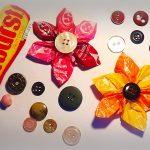 Фото 14: Цветы из фантиков и пуговиц