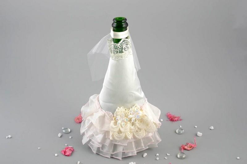свадебное украшение бутылок на свадьбу