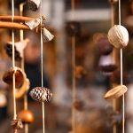 Фото 10: Вертикальная гирлянда из зимних пряностей