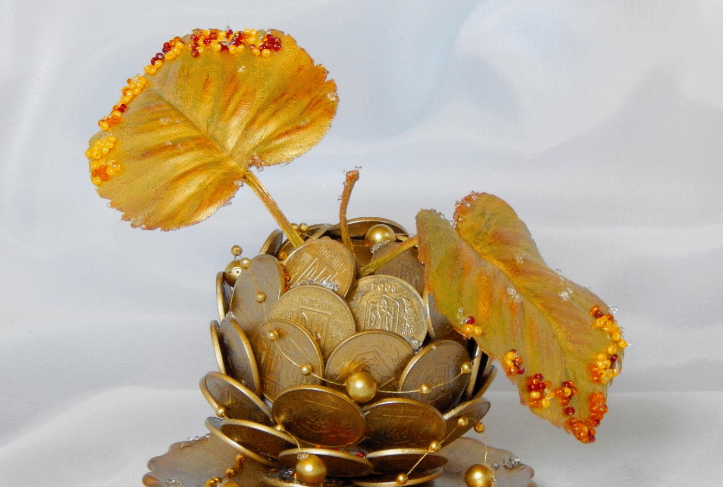 Золотое яблоко из монет - отличный подарок